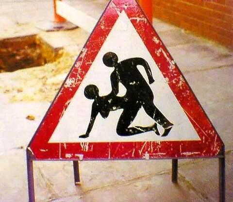 Warnschild Geschlechtsverkehr an der Baustelle