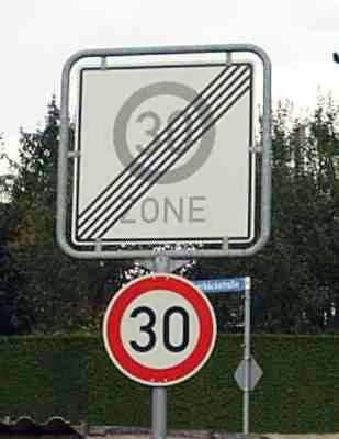 Unsinnige Verkehrsschilder