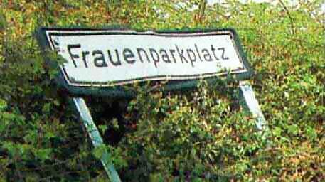 Parkplatz-Schild Frauenparkplatz
